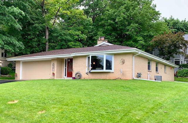 607 N 116th St, Wauwatosa, WI 53226 (#1672367) :: RE/MAX Service First Service First Pros