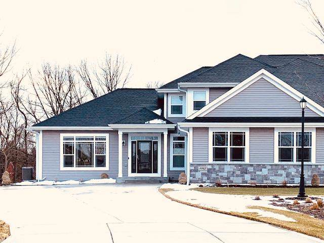 3023 W Forest Hill Ave, Franklin, WI 53132 (#1672571) :: RE/MAX Service First Service First Pros