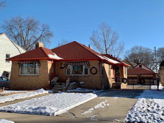 3150 S 54th St, Milwaukee, WI 53219 (#1673286) :: RE/MAX Service First Service First Pros