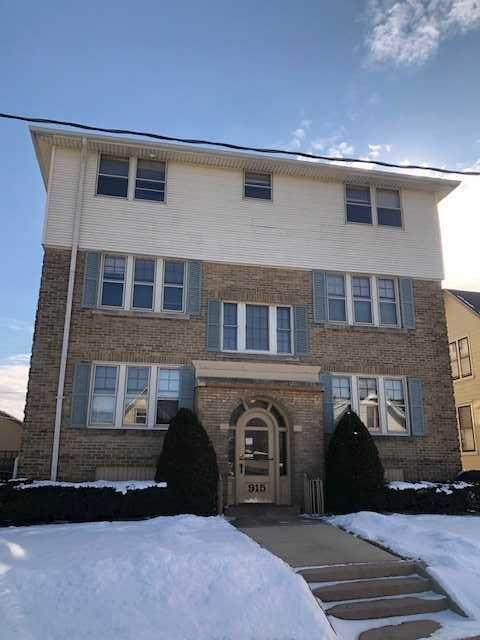 915 Minnesota Ave, South Milwaukee, WI 53172 (#1677783) :: Keller Williams Momentum