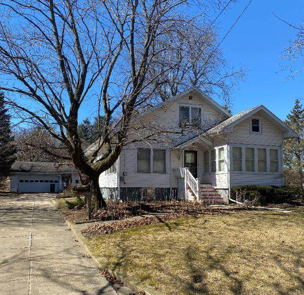 330 Zida St, Fort Atkinson, WI 53538 (#1683001) :: RE/MAX Service First Service First Pros