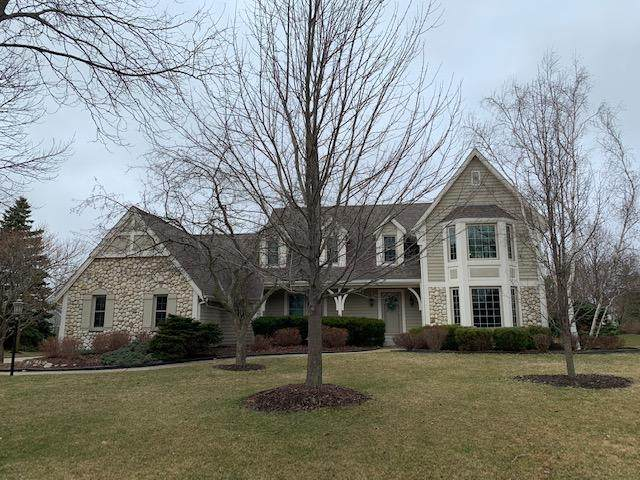 6821 S Juliana Dr, Franklin, WI 53132 (#1683324) :: RE/MAX Service First Service First Pros