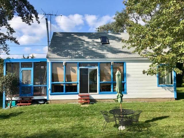 12719 Lakeshore Dr, Pleasant Prairie, WI 53158 (#1683960) :: Tom Didier Real Estate Team