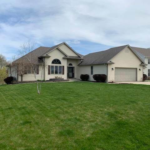 8336 S Benjamin Dr, Oak Creek, WI 53154 (#1688813) :: RE/MAX Service First Service First Pros