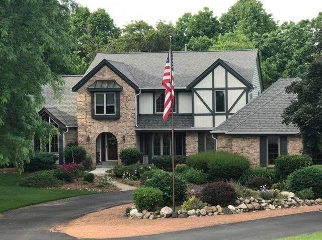 N70W28804 Vernon Dr, Merton, WI 53029 (#1690850) :: OneTrust Real Estate