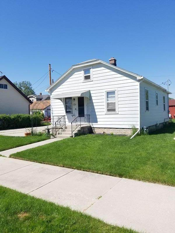 2004 S 16th St, Sheboygan, WI 53081 (#1691996) :: RE/MAX Service First Service First Pros