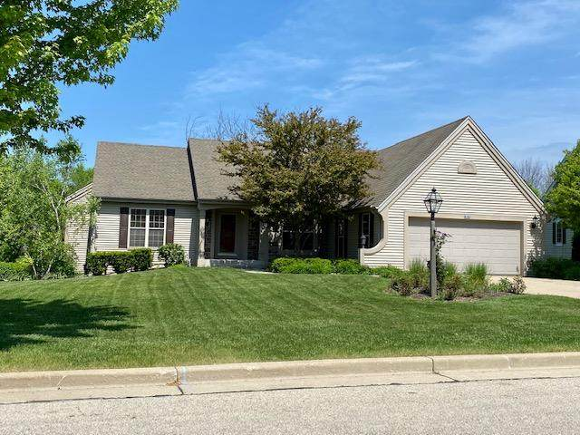 8182 S 43rd St, Franklin, WI 53132 (#1692198) :: RE/MAX Service First Service First Pros