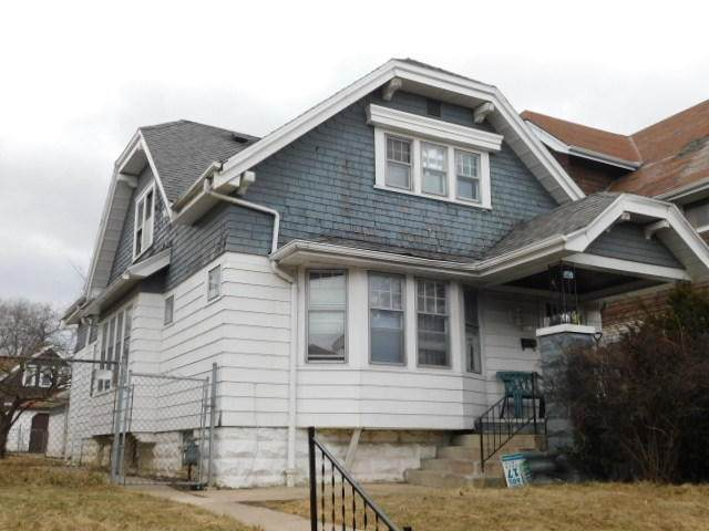 2621 N 40th St, Milwaukee, WI 53210 (#1692230) :: Tom Didier Real Estate Team