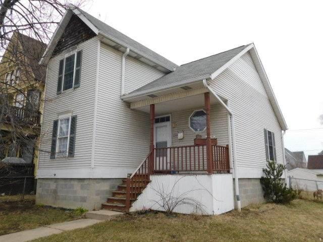 2502 N 5th St, Milwaukee, WI 53212 (#1692232) :: Tom Didier Real Estate Team