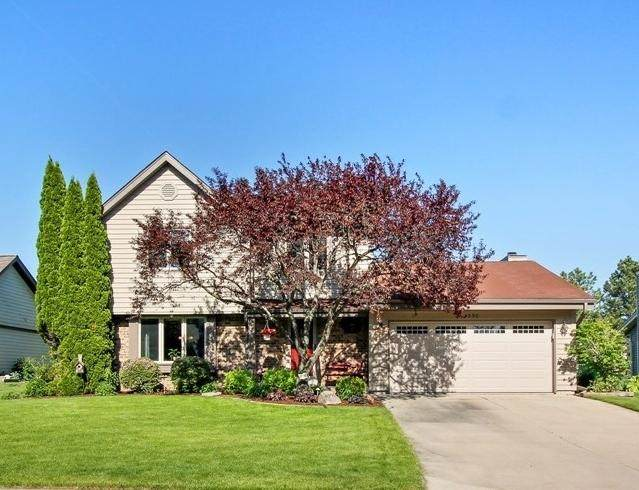 4390 S Longview Dr, New Berlin, WI 53151 (#1692409) :: RE/MAX Service First Service First Pros