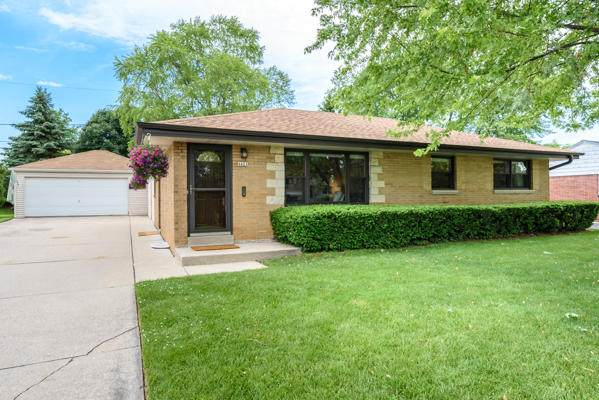 4421 S 62nd St, Greenfield, WI 53220 (#1696628) :: Keller Williams Realty - Milwaukee Southwest