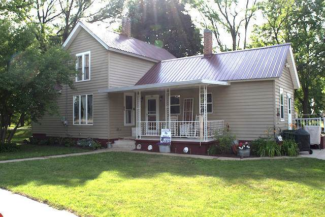 702 N Second St, Palmyra, WI 53156 (#1696848) :: RE/MAX Service First