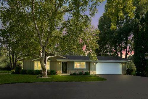 1629 W River Oaks Ln, Mequon, WI 53092 (#1697312) :: RE/MAX Service First Service First Pros
