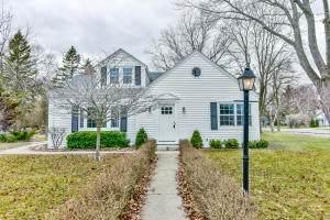7539 N Bell Rd, Fox Point, WI 53217 (#1700015) :: Tom Didier Real Estate Team