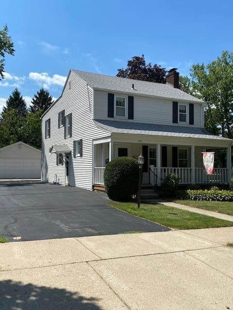241 W Randall Pl, Elkhorn, WI 53121 (#1701385) :: OneTrust Real Estate