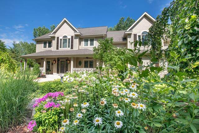 8840 N Lodgewood Rd, River Hills, WI 53217 (#1701457) :: OneTrust Real Estate