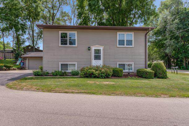 30045 Arrow Dr, Burlington, WI 53105 (#1704033) :: Tom Didier Real Estate Team
