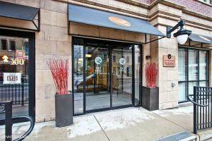 102 N Water #210, Milwaukee, WI 53202 (#1704168) :: OneTrust Real Estate