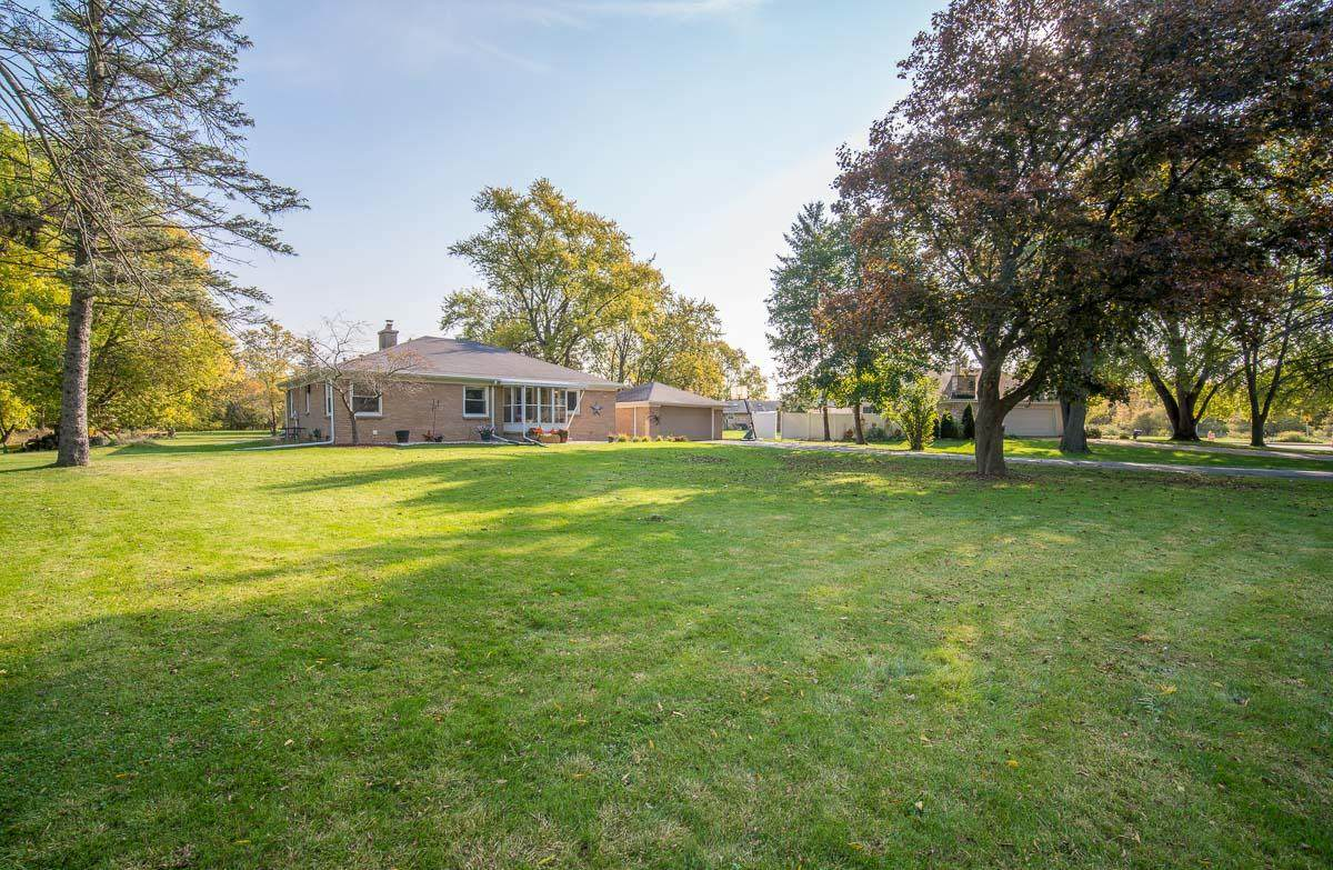 3088 Waukesha Rd - Photo 1
