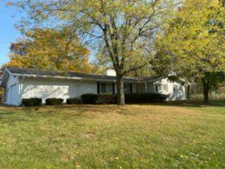 545 Lookout Dr, Pewaukee, WI 53072 (#1714236) :: RE/MAX Service First Service First Pros