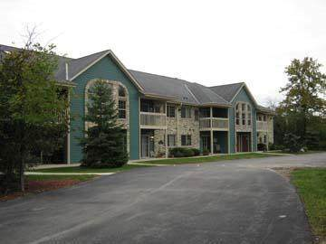 135 W Oak Leaf Dr #4, Oak Creek, WI 53154 (#1716181) :: NextHome Prime Real Estate