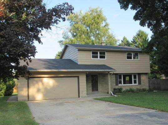 4603 N Saint Clair St, Caledonia, WI 53402 (#1716781) :: RE/MAX Service First Service First Pros