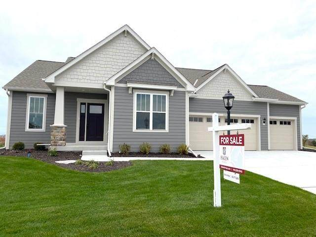 1398 Overlook Cir E, Hartland, WI 53029 (#1716818) :: RE/MAX Service First