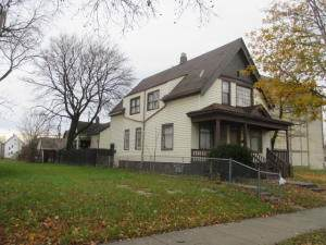 2569 N 24th Pl, Milwaukee, WI 53206 (#1716846) :: RE/MAX Service First Service First Pros