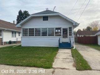 2111 73rd St, Kenosha, WI 53143 (#1716853) :: RE/MAX Service First Service First Pros