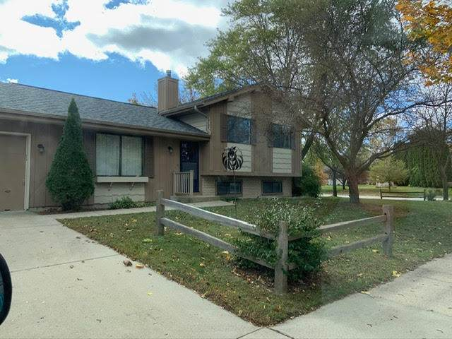 601 Lilac Ln, West Bend, WI 53095 (#1716905) :: Tom Didier Real Estate Team