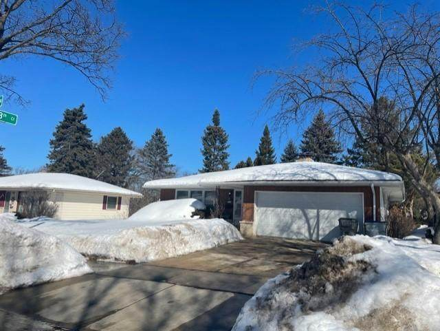 9728 W Langlade St, Milwaukee, WI 53225 (#1729603) :: RE/MAX Service First
