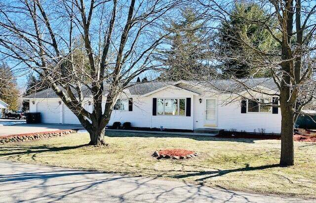 W3673 Park Dr, Geneva, WI 53147 (#1731396) :: RE/MAX Service First