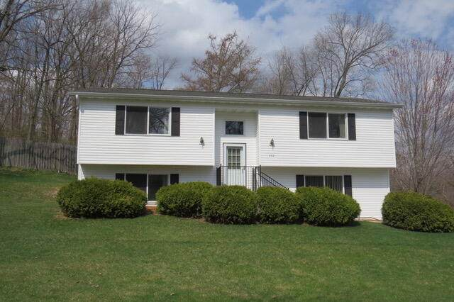 902 Indian Point Rd, Twin Lakes, WI 53181 (#1734271) :: RE/MAX Service First