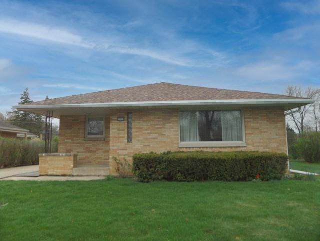 11012 W Wisconsin Ave, Wauwatosa, WI 53226 (#1734654) :: Keller Williams Realty - Milwaukee Southwest