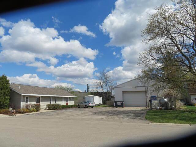 401 Lake St, Salem Lakes, WI 53170 (#1734875) :: RE/MAX Service First