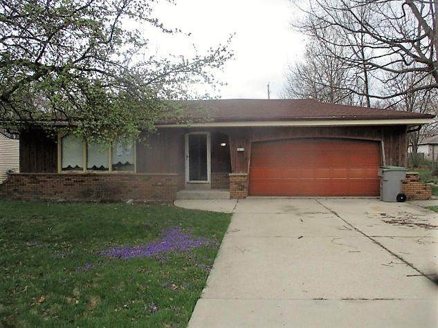 5305 S 6th St, Milwaukee, WI 53221 (#1735186) :: RE/MAX Service First