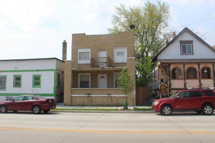 2205 Greenfield Ave - Photo 1