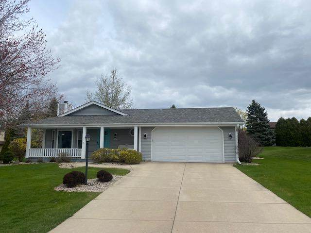 W160N10544 Old Farm Rd, Germantown, WI 53022 (#1736981) :: RE/MAX Service First
