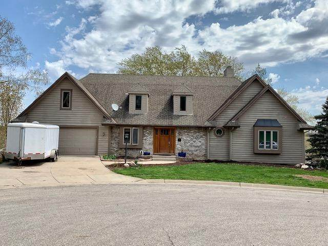 11 Brian Ct, Watertown, WI 53094 (#1738186) :: RE/MAX Service First