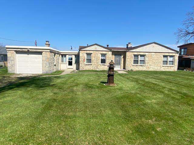 11331 Lakeshore Dr, Pleasant Prairie, WI 53158 (#1738234) :: RE/MAX Service First