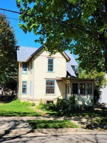 224 N Hartwell Ave, Waukesha, WI 53186 (#1739108) :: RE/MAX Service First