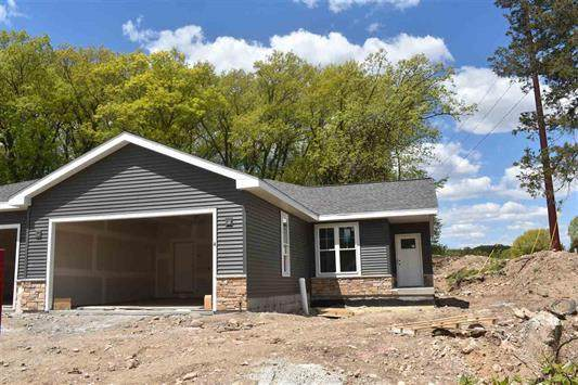 W7986 County Rd B #4, Lake Mills, WI 53551 (#1740619) :: RE/MAX Service First