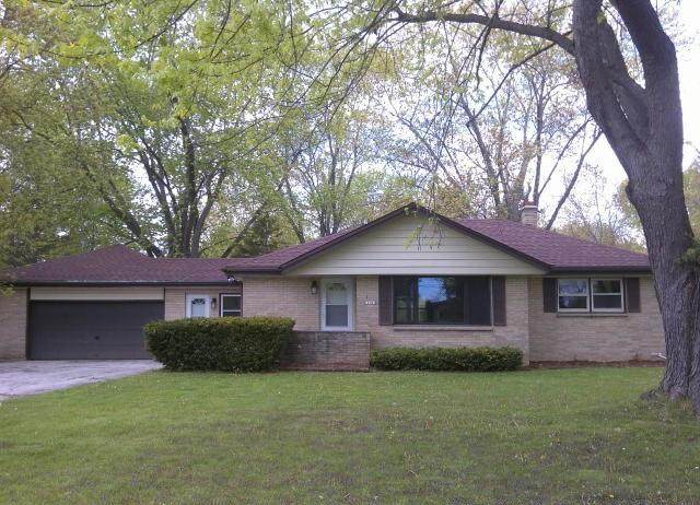 10161 S Nicholson Rd, Oak Creek, WI 53154 (#1740766) :: Keller Williams Realty - Milwaukee Southwest