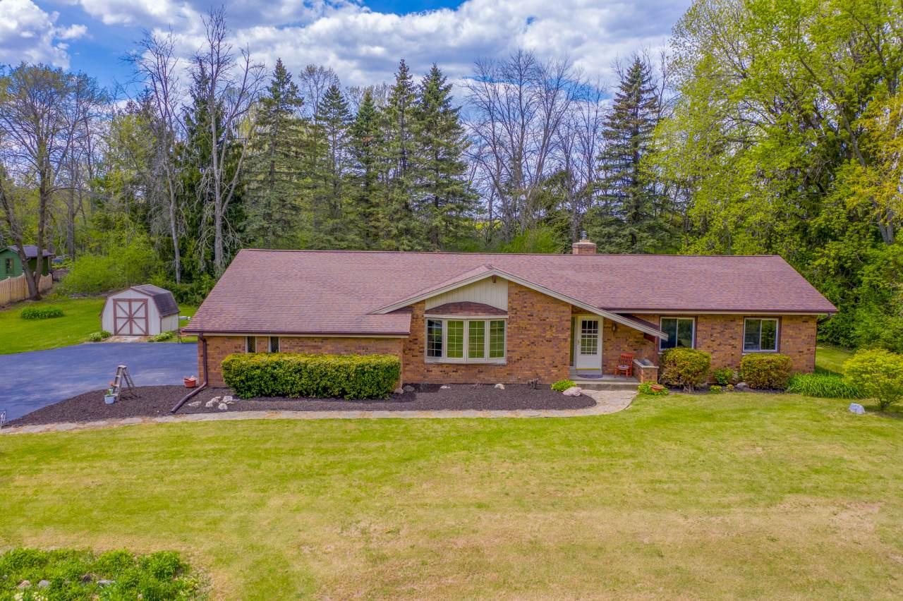 647 Maplewood Ct - Photo 1