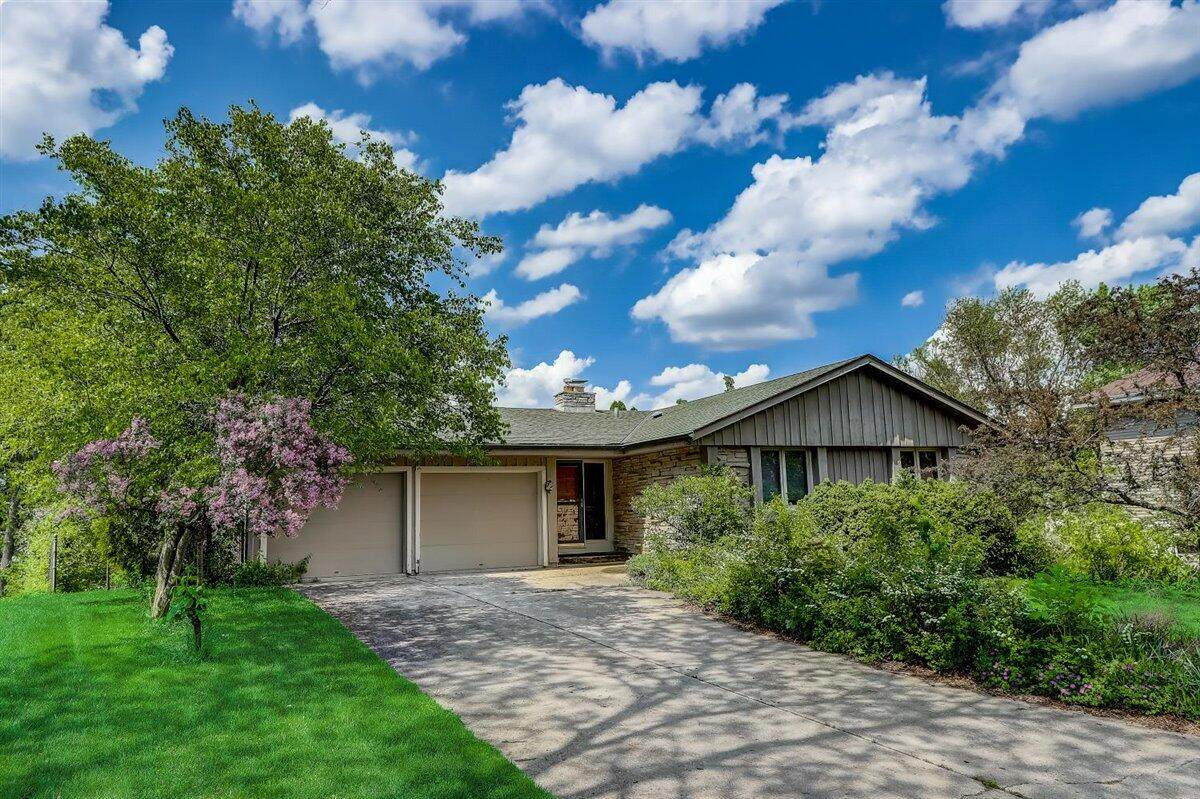 7476 Hill Valley Ct - Photo 1