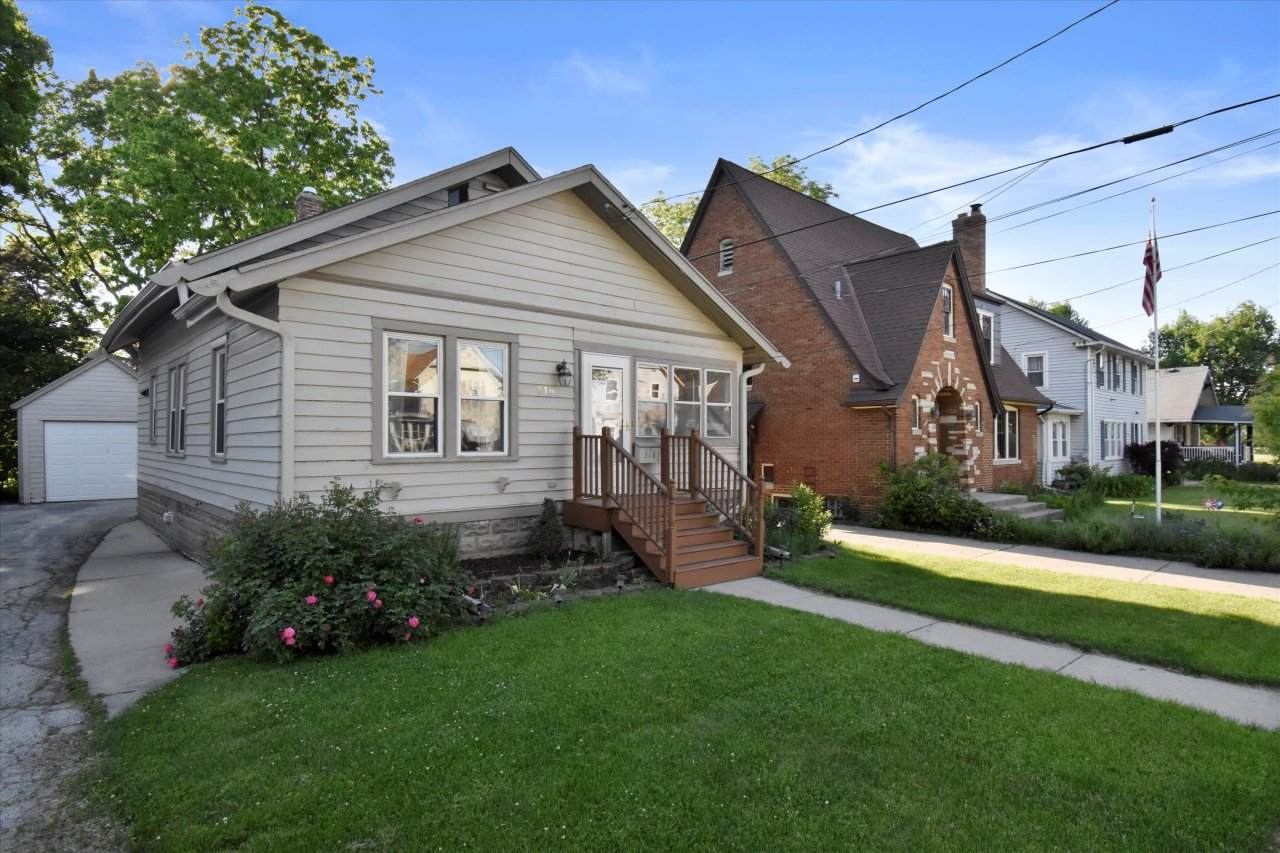 318 Greenfield Ave - Photo 1