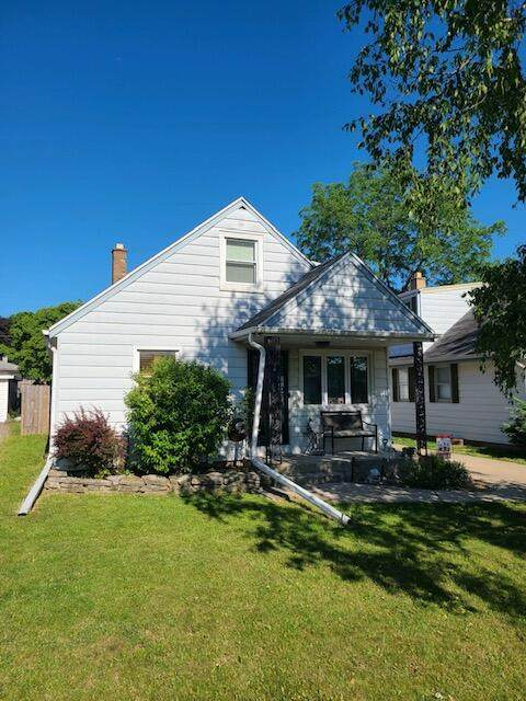 4666 S 46th St, Greenfield, WI 53220 (#1745194) :: RE/MAX Service First