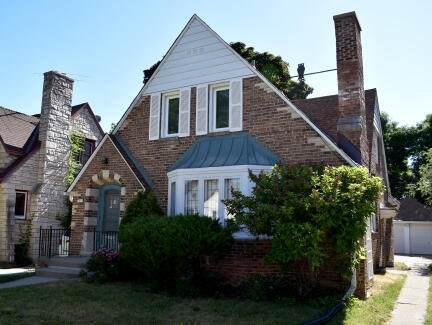 1648 S 52nd St, West Milwaukee, WI 53214 (#1746725) :: RE/MAX Service First
