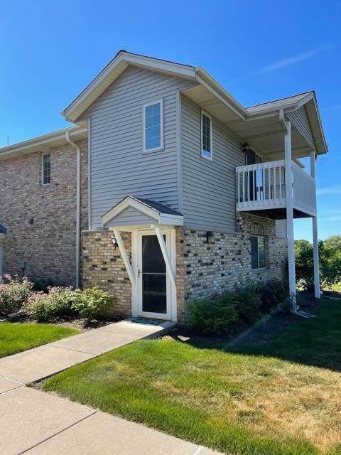 435 W Aspen Dr #20, Oak Creek, WI 53154 (#1746921) :: Keller Williams Realty - Milwaukee Southwest