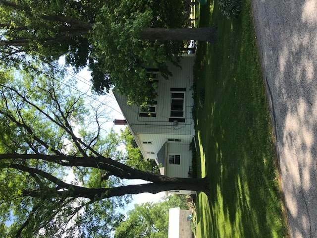 S51W25257 Glendale Rd S51w25271, Waukesha, WI 53189 (#1746945) :: RE/MAX Service First